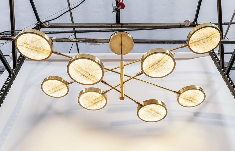 Mid-Century Modern Sistema Solare, Luxury Ivory Onyx and Brass 8 Rotating Orbitale Arms Chandelier For Sale