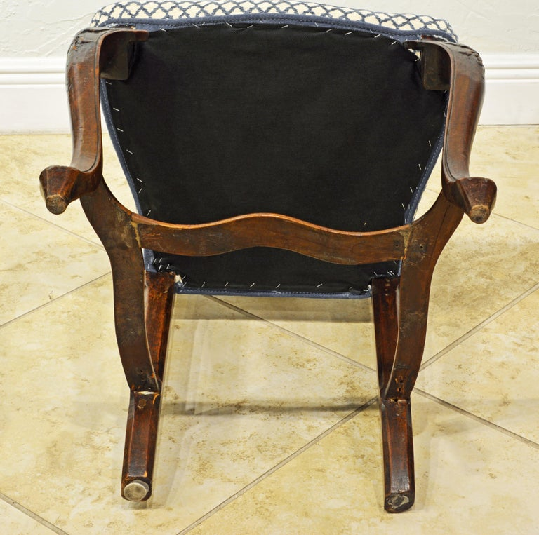 Six 18th Century Italian Provincial Louis XV Style Carved Walnut Dining Chairs For Sale 7