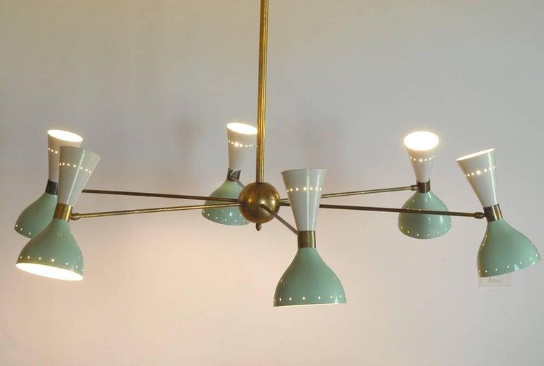 Sechsarmiger Messing-Kronleuchter mit weißen und hellgrünen Lampenschirmen im Stil von Stilnovo 11