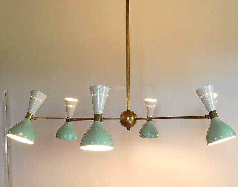 Sechsarmiger Messing-Kronleuchter mit weißen und hellgrünen Lampenschirmen im Stil von Stilnovo 12