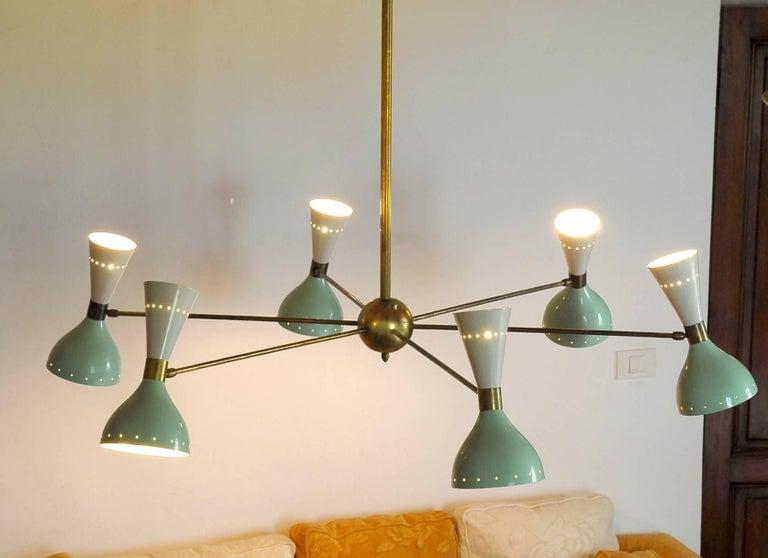 Sechsarmiger Messing-Kronleuchter mit weißen und hellgrünen Lampenschirmen im Stil von Stilnovo 13