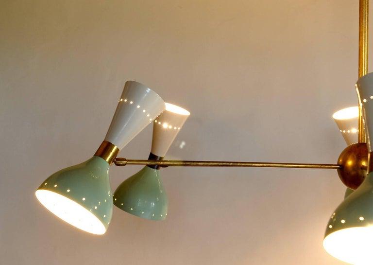 Sechsarmiger Messing-Kronleuchter mit weißen und hellgrünen Lampenschirmen im Stil von Stilnovo 14