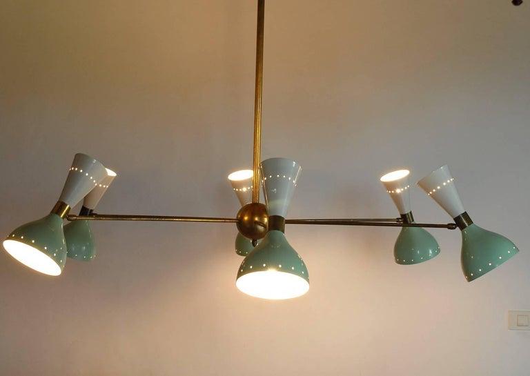 Sechsarmiger Messing-Kronleuchter mit weißen und hellgrünen Lampenschirmen im Stil von Stilnovo 15