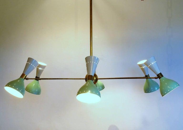 Sechsarmiger Messing-Kronleuchter mit weißen und hellgrünen Lampenschirmen im Stil von Stilnovo 16