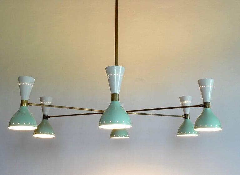 Sechsarmiger Messing-Kronleuchter mit weißen und hellgrünen Lampenschirmen im Stil von Stilnovo 17