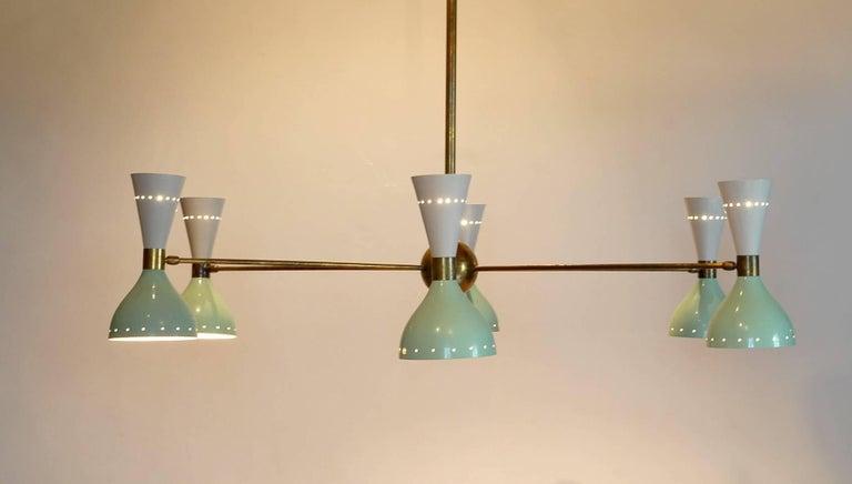Sechsarmiger Messing-Kronleuchter mit weißen und hellgrünen Lampenschirmen im Stil von Stilnovo 18