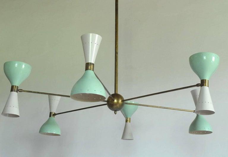 Sechsarmiger Messing-Kronleuchter mit weißen und hellgrünen Lampenschirmen im Stil von Stilnovo 19