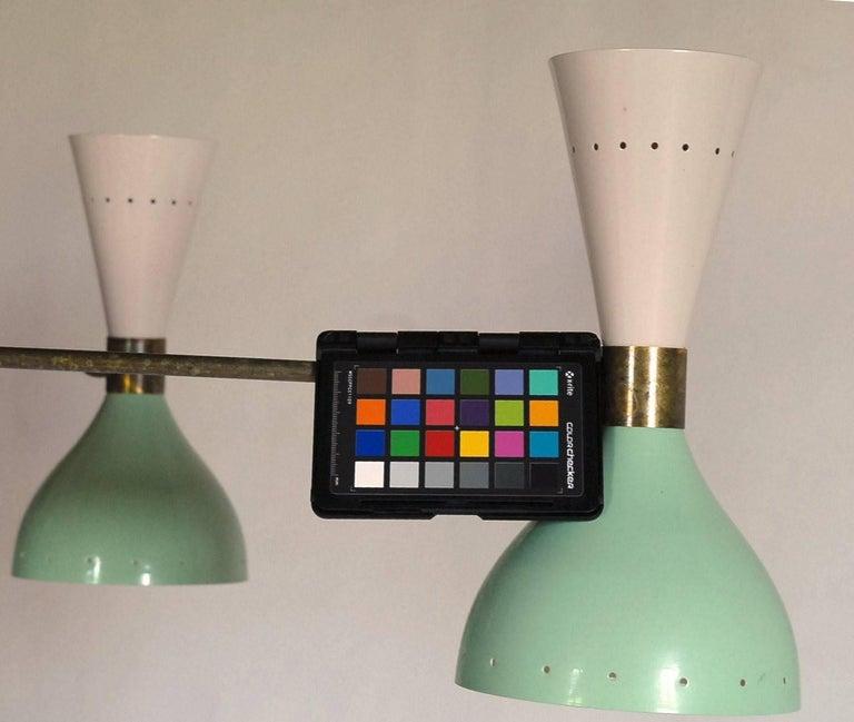 Sechsarmiger Messing-Kronleuchter mit weißen und hellgrünen Lampenschirmen im Stil von Stilnovo 20