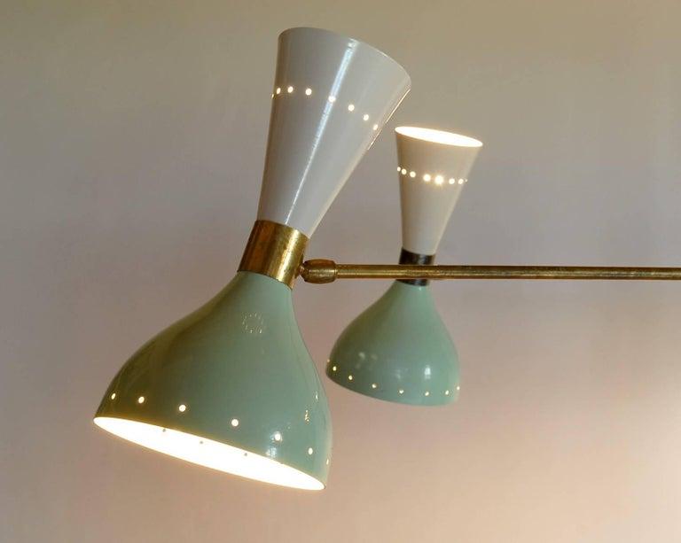 Sechsarmiger Messing-Kronleuchter mit weißen und hellgrünen Lampenschirmen im Stil von Stilnovo 7