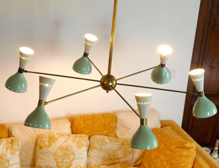 Sechsarmiger Messing-Kronleuchter mit weißen und hellgrünen Lampenschirmen im Stil von Stilnovo 8