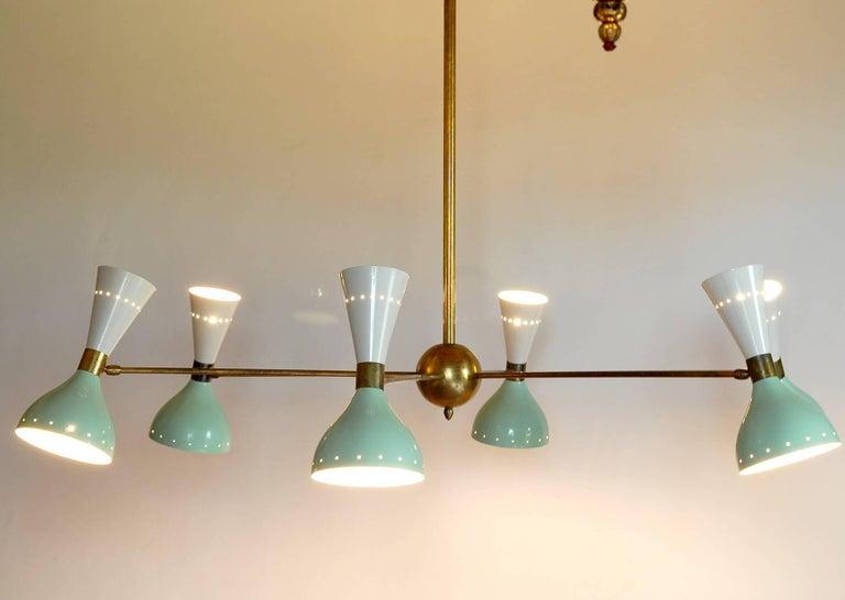 Sechsarmiger Messing-Kronleuchter mit weißen und hellgrünen Lampenschirmen im Stil von Stilnovo 9