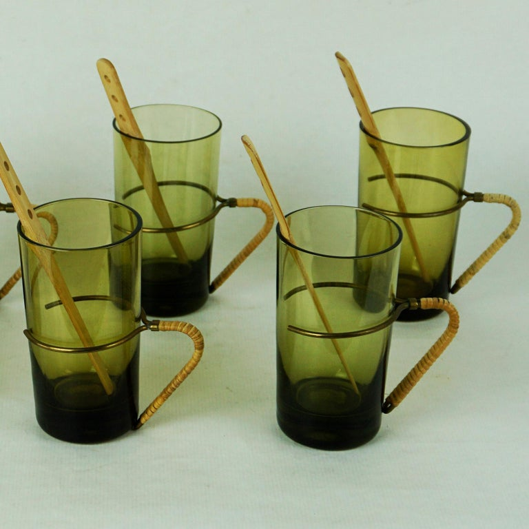 Six Austrian Midcentury green Glasses with Bamboo Stirrers by Carl Auböck In Good Condition For Sale In Vienna, AT