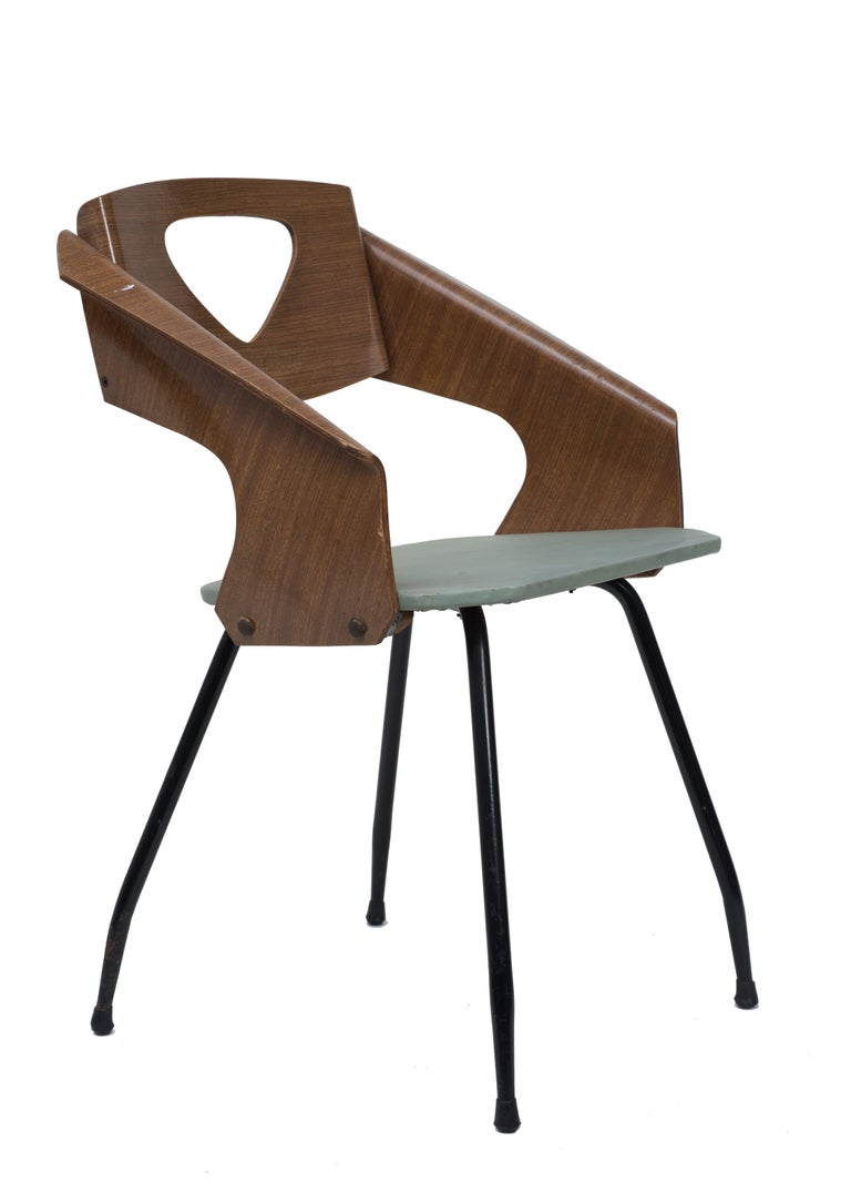Six chairs in curved teak plywood, legs in reinforcing steel.  Good conditions.