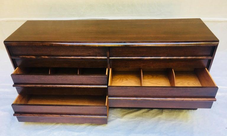 American  T.H. Robsjohn-Gibbings for Widdicomb,  1950s Six-drawer dresser. For Sale