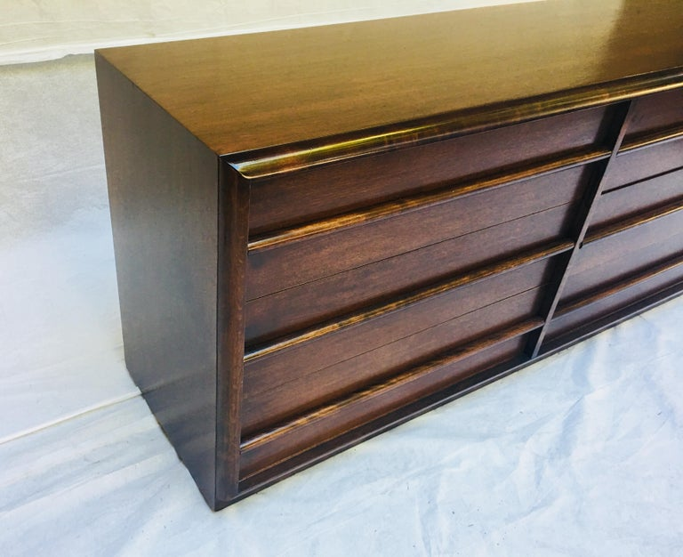 T.H. Robsjohn-Gibbings for Widdicomb,  1950s Six-drawer dresser. In Excellent Condition For Sale In Camden, ME
