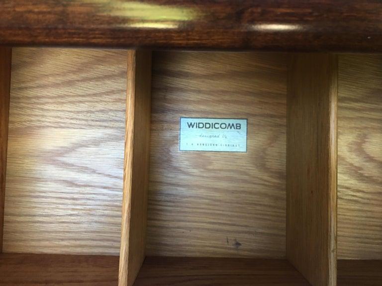 T.H. Robsjohn-Gibbings for Widdicomb,  1950s Six-drawer dresser. In Good Condition For Sale In Camden, ME