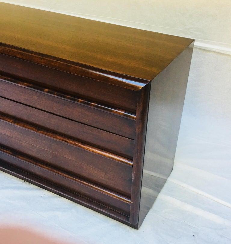 Mid-20th Century  T.H. Robsjohn-Gibbings for Widdicomb,  1950s Six-drawer dresser. For Sale