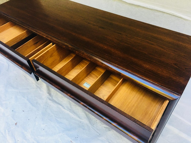 Wood  T.H. Robsjohn-Gibbings for Widdicomb,  1950s Six-drawer dresser. For Sale