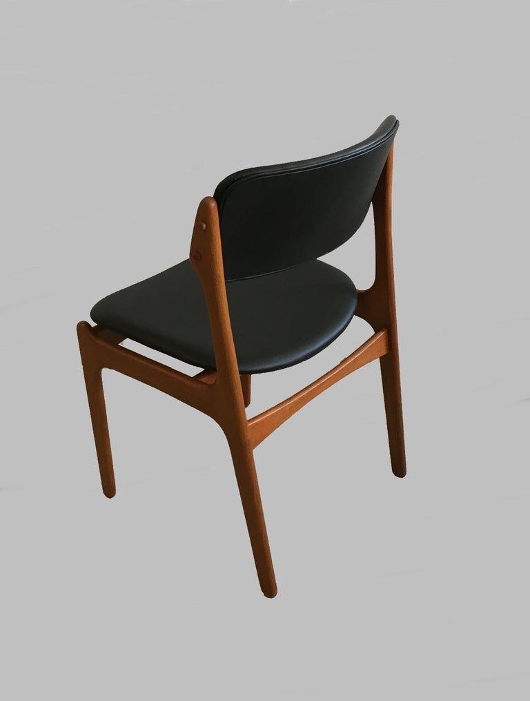 Six Fully Restored Erik Buch Teak Dining Chairs, Reupholstered in Black Leather For Sale 1