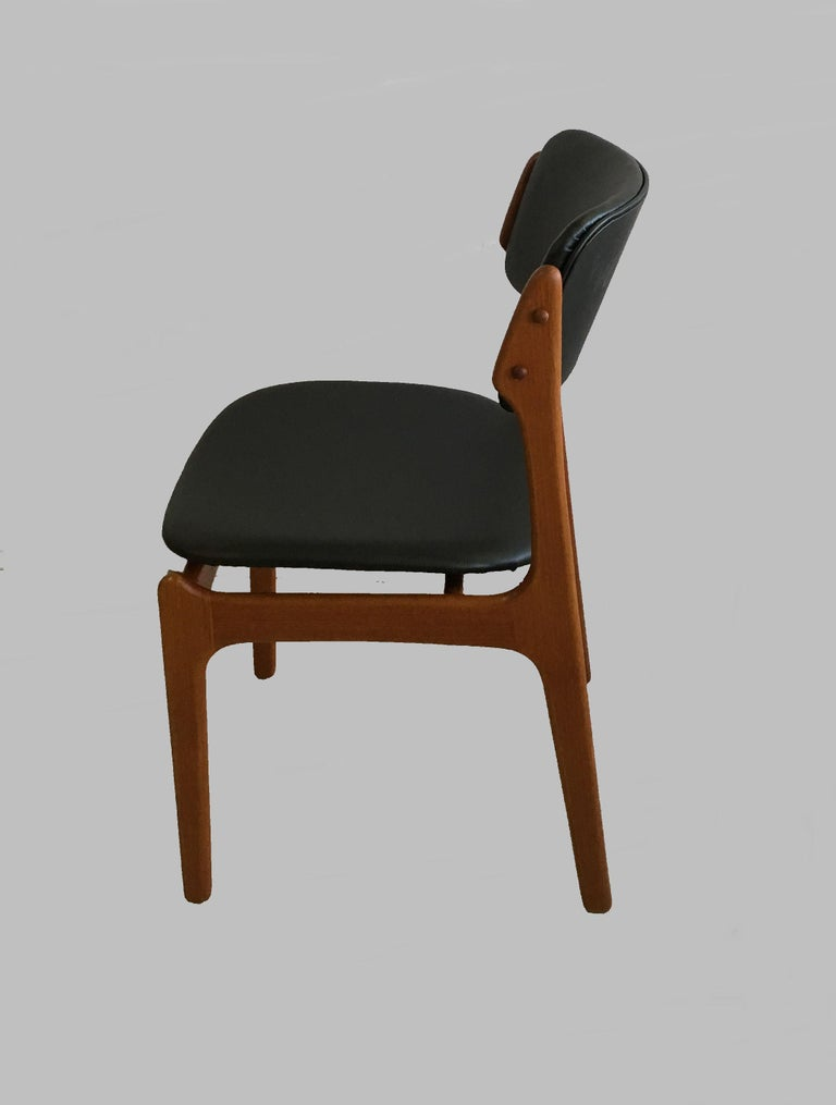 Six Fully Restored Erik Buch Teak Dining Chairs, Reupholstered in Black Leather For Sale 2