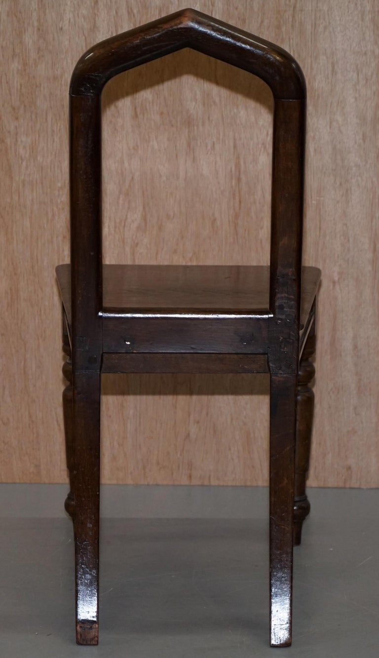 Six Original Victorian circa 1890 Steeple Back Gothic Arch Oak Dining Chairs 6 For Sale 3