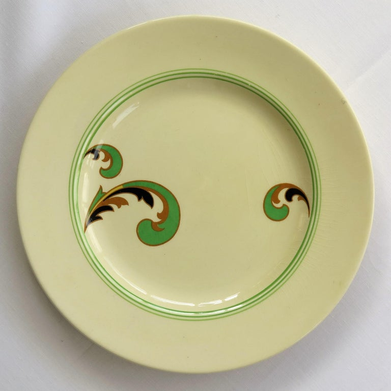 Six Royal Doulton Pottery Side Plates in Lynn Art Deco Pattern D5204, circa 1930 For Sale 6
