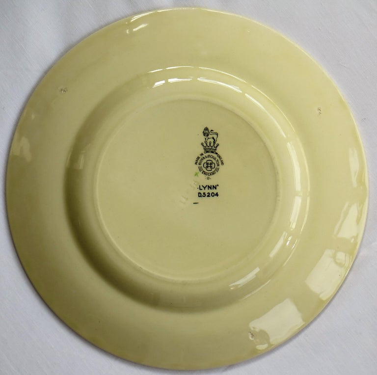 Six Royal Doulton Pottery Side Plates in Lynn Art Deco Pattern D5204, circa 1930 For Sale 12