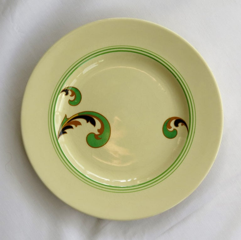 Six Royal Doulton Pottery Side Plates in Lynn Art Deco Pattern D5204, circa 1930 For Sale 2