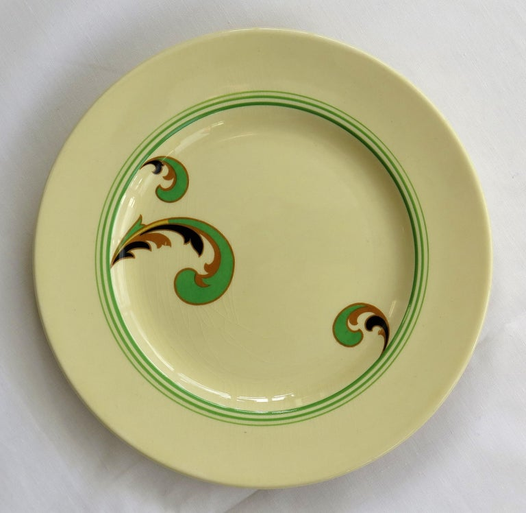 Six Royal Doulton Pottery Side Plates in Lynn Art Deco Pattern D5204, circa 1930 For Sale 3