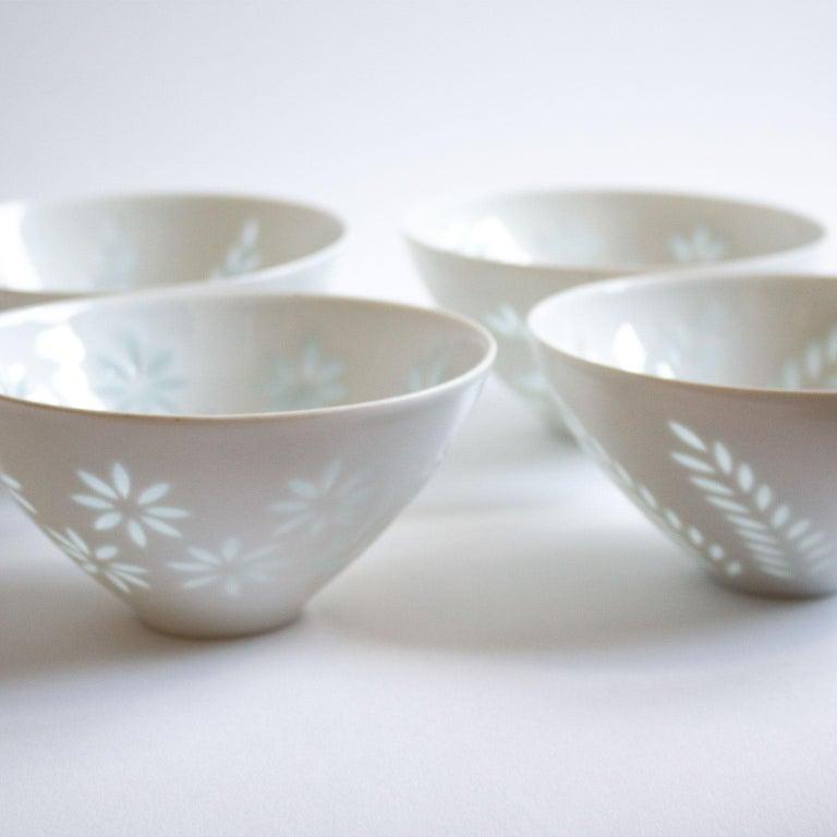 Porcelain Six Scandinavian Modern Rice Grain Bowls by Friedl Holzer-Kjellberg, Arabia For Sale