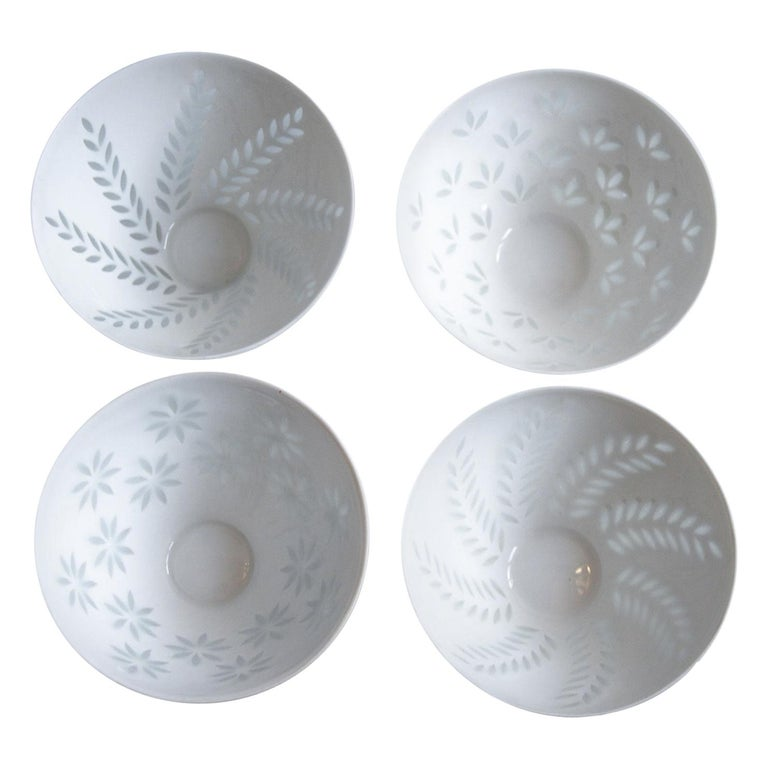 Six pieces of Scandinavian modern rice grain porcelain bowls by Friedl Holzer-Kjellberg for Arabia in Finland. A delicate