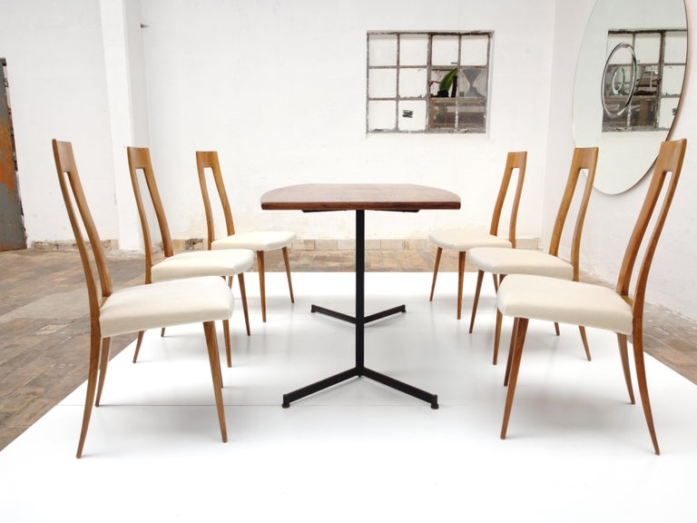 Six Sculptural Form 'Turin School' Walnut & Mohair Dining Chairs, Italy, 1940's In Good Condition For Sale In bergen op zoom, NL