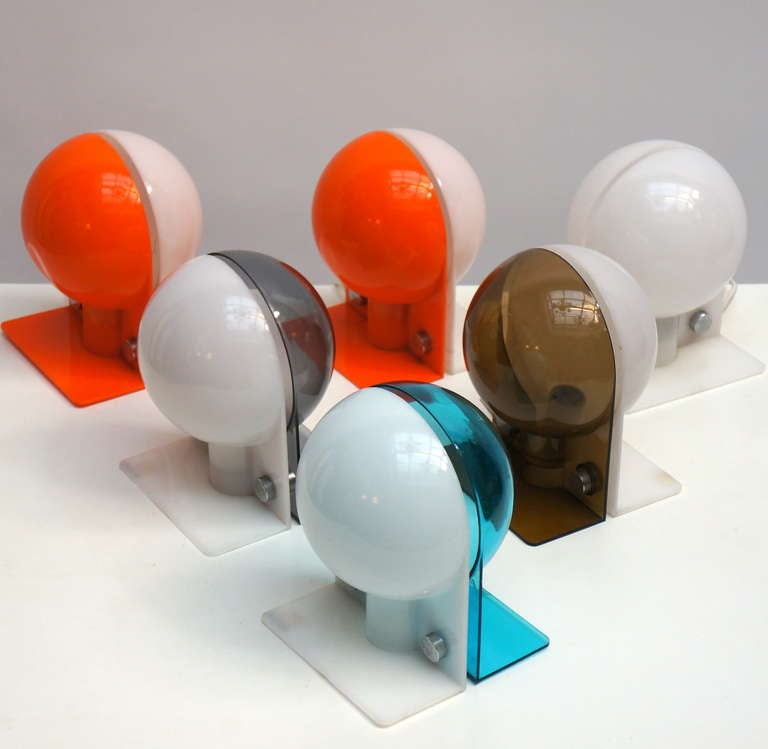 Six 1970s Italian table lamps or wall sconces by Guccini, in PVC (plastic) wired for European use. Measures: Height 20 cm. Depth 15 cm. Width 16 cm.