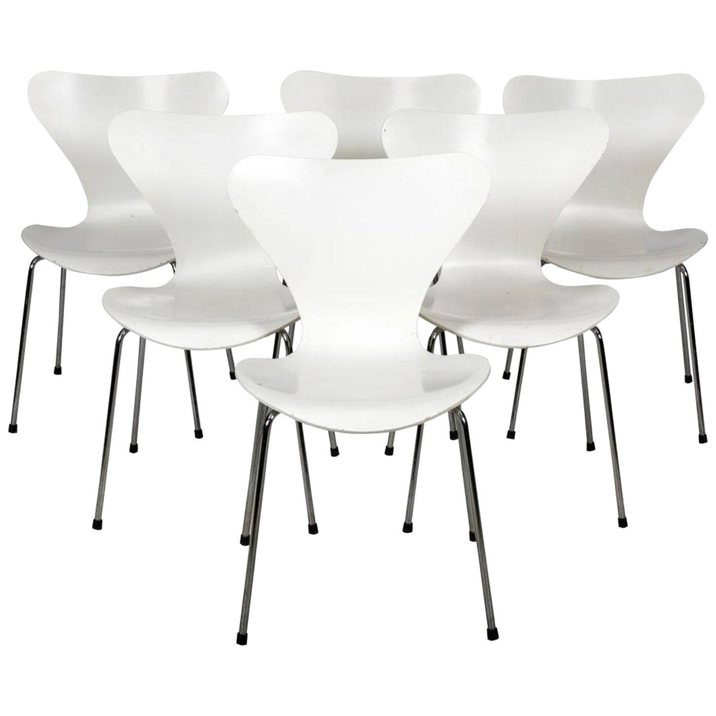 Six White Arne Jacobsen Chairs Series 7 for Fritz Hansen