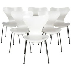 Six White Arne Jacobsen Chairs Series 7 for Fritz Hansen