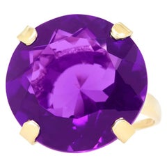 Sixties Chic Amethyst-Set Gold Ring