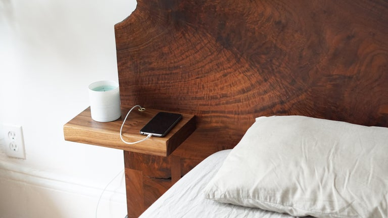 Slab Nº3 Modern Claro Walnut Slab Queen Bed, Floating Shelf by Ordinal Indicator In Excellent Condition For Sale In Bronx, NY