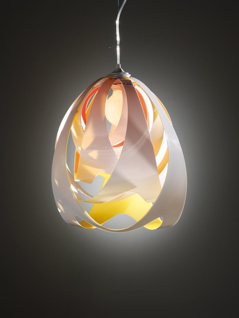 The weightless, fluid form of liquid has been captured in this luminous body, and Goccia's unique design plays hide and seek with the central light source. Both the Prisma Lentiflex® and colored versions have extraordinary, varying effects and