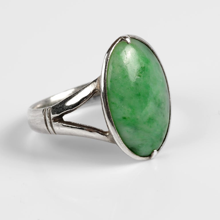 Sleek Art Deco Jade Ring Certified Untreated In Excellent Condition For Sale In Southbury, CT