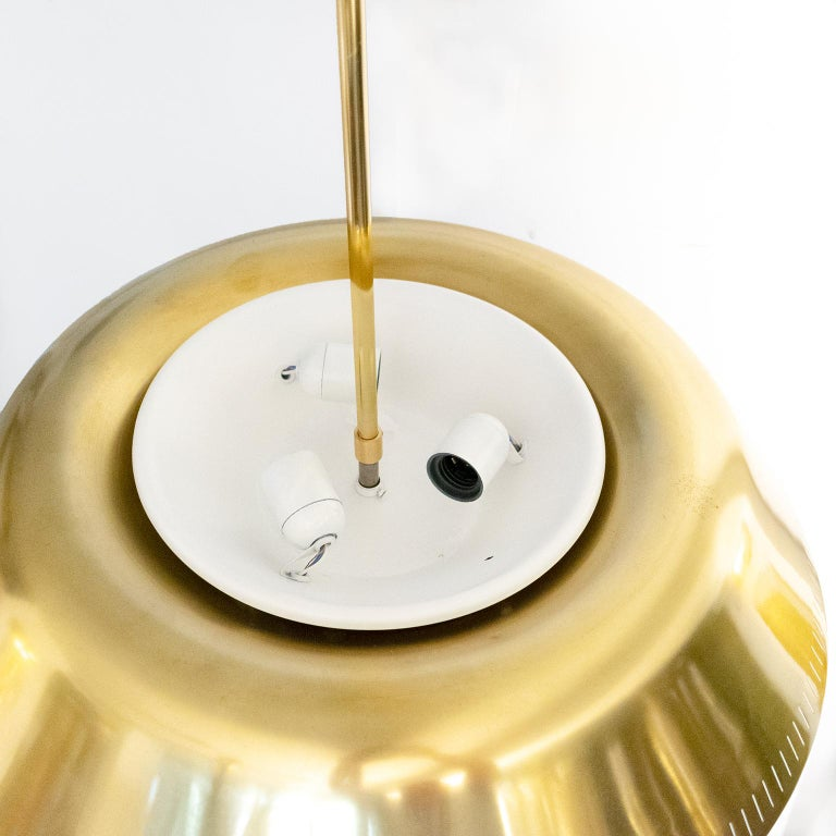 Scandinavian Brass Pendant by Harald Notini for Böhlmarks, Sweden with 9 sockets In Good Condition For Sale In New York, NY