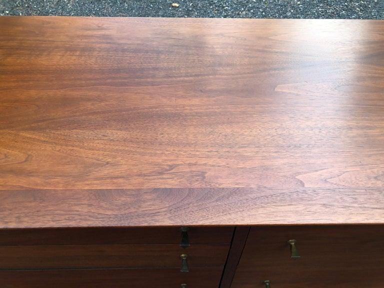Sleek Walnut Mid-Century Modern Chest of Drawers Credenza For Sale 1