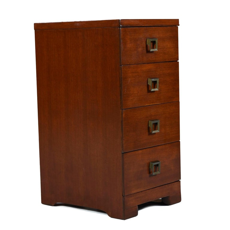 Showers Brothers Mahogany Chest of Drawers Nightstands For Sale 1