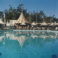 Beverly Hills Hotel Pool - Slim Aarons, 20th century photography, Yellow parasol