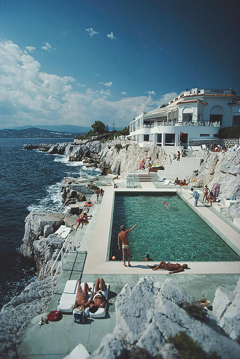 Eden-Roc Pool, (Slim Aarons Estate Edition) - Photograph by Slim Aarons