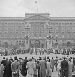Slim Aarons Buckingham Palace