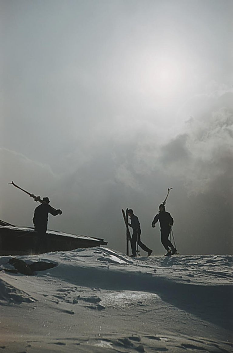 Slim Aarons Estate Edition - Cranmore Mountain Skiers - Photograph by Slim Aarons