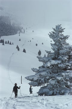Slim Aarons Estate Edition - Skiing In Vail