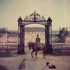 Slim Aarons Estate Print - Equestrian Entrance 1957 - Oversize