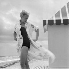 Slim Aarons Estate Print - Pulitzer On The Beach 1955 - Oversize