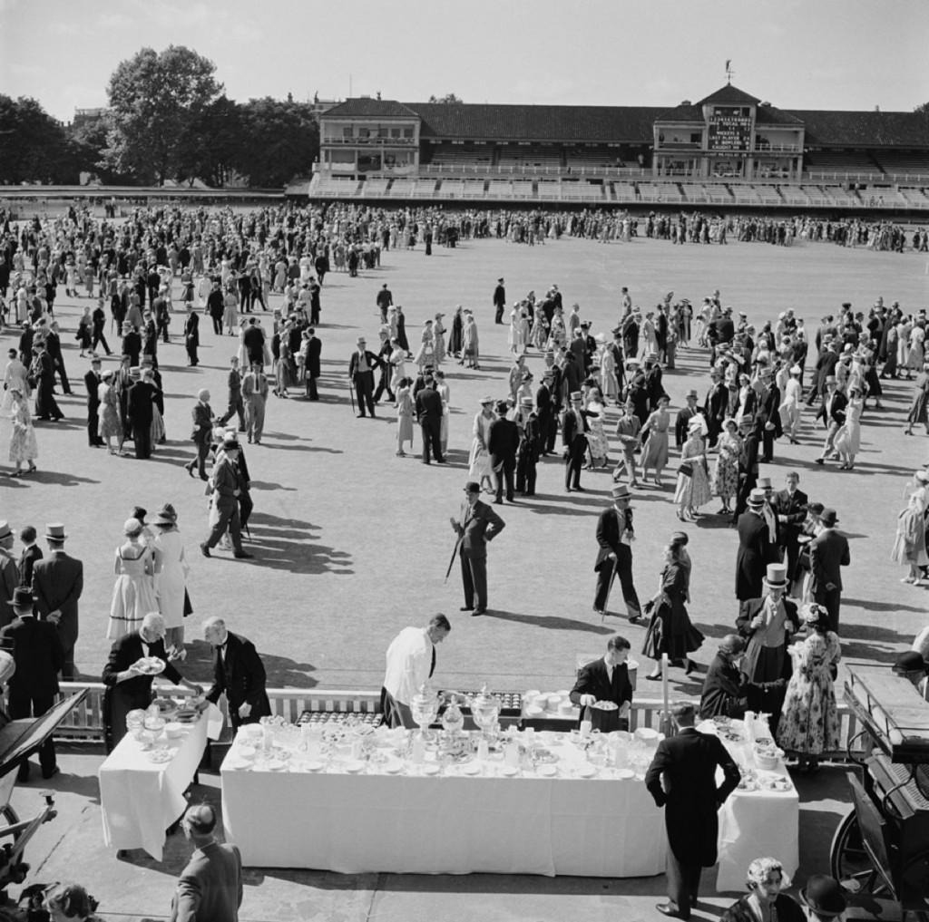 Slim Aarons Estate Print - Spectators At Lord's 1955 - Oversize